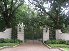Driveway Gate of a Home in River Oaks, Houston, Texas Driveway Design, Driveway Landscaping, Driveway Gate, Fence Gate, Fences, Front Gates, Entrance Gates, House Entrance, Farm Gate