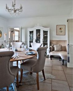 Beautiful dining room  ~ lovingly repinned by www.skipperwoodhome.co.uk