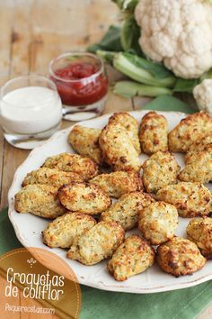 Cauliflower Pin now translate later. Croquetas de coliflor al horno I Love Food, Good Food, Yummy Food, Vegetable Recipes, Vegetarian Recipes, Healthy Recipes, Real Food Recipes, Cooking Recipes, Healthy Snacks