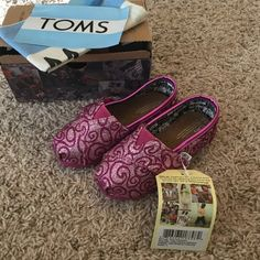 Toddler sparkly pink Toms NEW TOMS Shoes Flats & Loafers