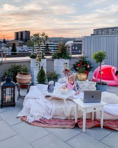 Rooftop Cinema - fork and flower Summer Activities For Kids, Summer Kids, Cinema Experience, Go To The Cinema, Outdoor Cinema, This Girl Can, Kids Party Themes, Home Cinemas, Fairy Lights