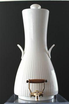 Mid Century CA Ernest Sohn Creations Doric Pattern Samovar Hall Pottery Hall Pottery, Tea Pitcher, Mcm Furniture, Vintage Dishes, Modern Table, Art Object, Mid Century Design, Teapots, Kettle