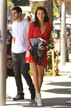 bella-hadid-summer-ideas-at-il-pastaio-in-beverly-hills-may-2016-4.jpg (1280×1935)