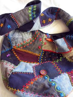 Crazy Patchwork Bag--made from recycled jeans. Jean Crafts, Denim Crafts, Crazy Quilting, Quilting Ideas, Quilt Patterns, Sewing Patterns, Patchwork Bags, Quilted Bag, Patchwork Quilting