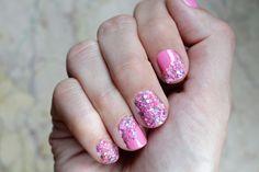 Shell Manicure von Ciaté. Den ganzen Produkttest gibt's hier: http://www.miss-annie.de/shell-manicure-von-ciate-im-test/ #beauty #blogger #pink #nailart #ciatenails #creative #art