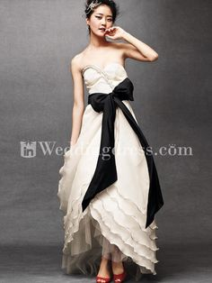 I looove how this dress shows off the shoes. beautiful