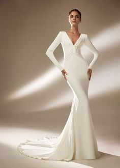 See the latest dresses from Atelier Pronovias inspired by the glamour of Hollywood. Disney Wedding Dresses, Rustic Wedding Dresses, Luxury Wedding Dress, Black Wedding Dresses, Princess Wedding Dresses, Wedding Dresses Plus Size, Elegant Wedding Dress, Ball Dresses, Ball Gowns