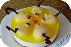 "Cheese Cake with ""rats"" Edible Food, Edible Art, Jello Desserts, Dessert Recipes, Good Food, Yummy Food, Fun Food, Childrens Meals, How To Eat Better"