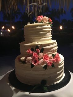 Fresh flower for cake decor are always in trend.