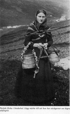 Knitting girl from the Faroe Islands