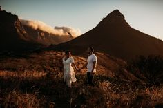 Lions head cape town engagement Shoot sunset Lions Head Cape Town, Cape Town South Africa, Photoshoot Inspiration, Couple Shoot, Wedding Photoshoot, Engagement Shoots, Beautiful Images, Table Mountain, Till Death