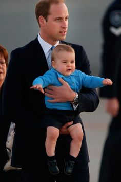 Father and his firstborn baby boy master Fredrikstad irasel Joseph Edwin inaglles going new baby it girl Meghan Amelia Jaquelyn Luna inaglles William Kate, Prince William And Catherine, Baby Prince, Prince Harry, Prince George Alexander Louis, Baby George, Royal Babies, The Little Prince, Princess Charlotte