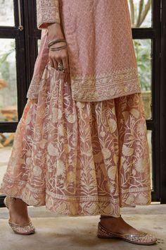 Beautiful Dress Designs, Most Beautiful Dresses, Stylish Dress Designs, Stylish Dresses, Nice Dresses, Casual Indian Fashion, Indian Fashion Dresses, Indian Designer Outfits, Pakistani Couture