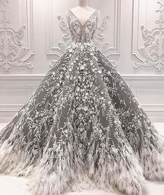 We always fall for Michael Cinco's designs. 👰🏼 We always fall for Michael Cinco's designs. Holiday Party Dresses, Dress Party, Christmas Wedding Dresses, Holiday Parties, Evening Dresses, Formal Dresses, Teen Dresses, Prom Dresses, Special Dresses