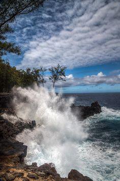 ✮ Surf crashes at Mackenzie State Park, Hawaii