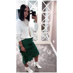 💚 Lisa, Skirts, Instagram, Fashion, Fashion Styles, Fashion Illustrations, Skirt, Gowns, Moda