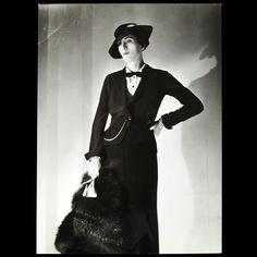 Tailleur de Lucien Lelong, photographie d'époque du studio Deutsch (circa 1935)