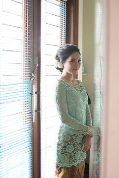 Need to have advice along with some tips on hair care? Hairstyle Ideas For Long Hair. Kebaya Lace, Kebaya Hijab, Kebaya Brokat, Batik Kebaya, Batik Dress, Model Kebaya Modern, Mint Dress Lace, Wedding Mint Green, Wedding Hair Inspiration