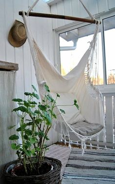 Hammock chair. So want this! Looks comfy!