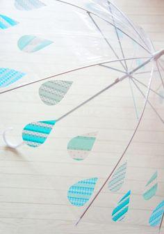 ジメジメ気分も憂鬱になりがちな梅雨も、可愛い傘があれば少しは気分もアガるはず!シンプルな傘にとびきり楽しいアレンジで、さすのが嬉しくなっちゃうような傘をDIYしてみませんか?