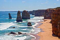 L'Australie aux paysages mythiques à découvrir : la Grande Barrière de corail, les plages sublimes, l'outback désertique, les formations géologiques insolites, ainsi que les villes cosmopolites qui ne sauraient résumer à eux seuls les richesses de l'Australie.