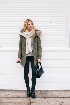 Winter style idea. Parka jacket, grey sweater, black jeans, black boots and a beige scarf. Love this simple winter outfit. The parka looks so warm!