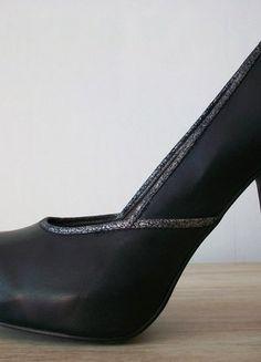 À vendre sur #vintedfrance ! http://www.vinted.fr/chaussures-femmes/escarpins-and-talons/28136645-escarpins-compenses-noir-cuir-12-cm-3suisses-collection