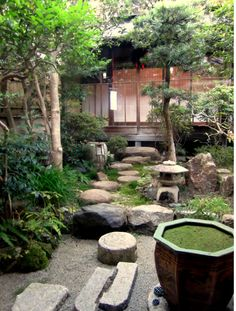 Peacefully Japanese landscape Zen Garden for your - Japanese Garden Design Japanese Garden Landscape, Small Japanese Garden, Japanese Garden Design, Japanese Gardens, Japanese Style, Small Oriental Garden Ideas, Japanese Garden Lighting, Small Courtyard Gardens, Small Courtyards