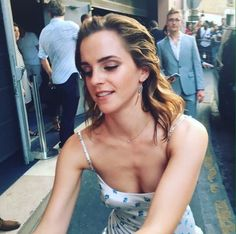 /r/EmmaWatson - For everything about the lovely and glorious Emma Watson. Emma Watson Body, Emma Watson Style, Emma Watson Sexiest, Emma Watson Bikini, Harry Potter Film, Hermione Granger, Ema Watson, Emma Watson Beautiful, Fangirl