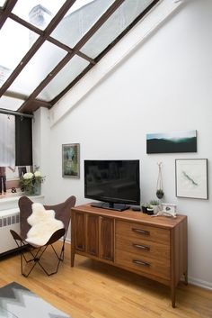 House Tour: A Down-to-Earth Chicago Live/Work Apartment | Apartment Therapy