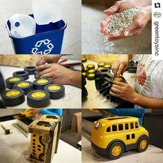 #Repost @greentoysinc (via @repostapp) Y así se fabrican los juguetes de #greentoys 100% #reciclados y montados a mano  encuéntralos en http://ift.tt/295QTZ7 #cucutoys #juguetes #niños #ecologico