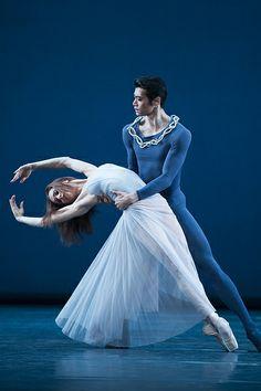 Ryoichi Hirano and Marianela Nuñez in Serenade, The Royal Ballet © ROH / Tristram Kenton 2014