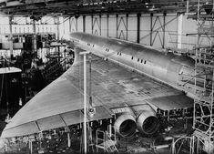 8 septembre 1967 ~ Un prototype du Concorde pour des tests de vibration à Toulouse. Plus