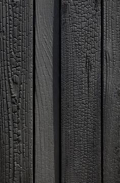 Fassade aus verkohltem Holz Shou Sugi Ban Verfahren