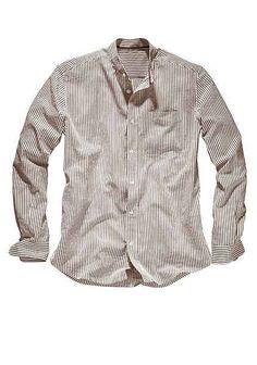 6353a66f3274af Noch etwas heller Beige cremefarbenes Hemd und dünner hellbraun gestreift (  Brooklyn Beckham) vielleicht