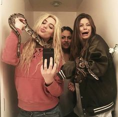 """I'd be the one in the middle being like """"can I please leave"""" Three Best Friends, Crazy Friends, Best Friend Goals, Best Friends Forever, Friendship Pictures, Bff Pictures, Best Friend Pictures, Bff Poses, Gal Pal"""