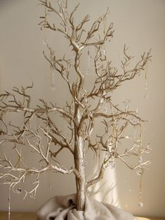 gold-glitter-winter-wedding-wish-tree Could we make a wishing tree?????