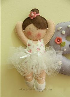 Wool Felt Ballerina Doll Catarina: A mobile of dancers for Sophia. Felt Diy, Felt Crafts, Fabric Crafts, Sewing Crafts, Diy Crafts, Felt Fabric, Fabric Dolls, Craft Projects, Sewing Projects