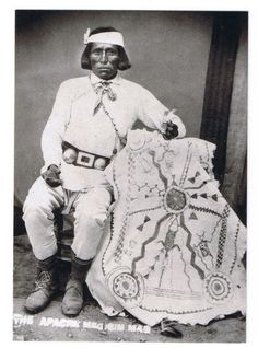 White Mountain Apache Medicine Man Native American Images, Native American Beauty, American Spirit, Native American Tribes, Native American History, Historical Pictures, Native Art, First Nations, Edward Curtis