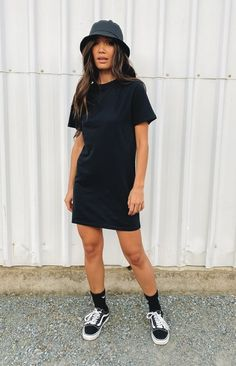 Black Tshirt Dress Outfit, Dress And Sneakers Outfit, Black Dress Outfits, Casual Outfits, Dress Black, Black Vans Outfit, Long T Shirt Dress, Outfits With Black Vans, Girly Outfits