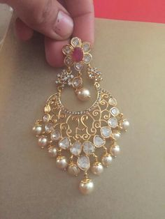It's veryyy beautiful. The pink stone in middle makes it even more beautiful Jewelry Design Earrings, Gold Earrings Designs, Designer Earrings, Diamond Jewelry, Gold Jewelry, Buy Gold And Silver, Indian Jewellery Design, Jewellery Designs, India Jewelry