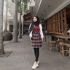 date party outfit Modern Hijab Fashion, Street Hijab Fashion, Hijab Fashion Inspiration, Muslim Fashion, Ootd Fashion, Colorful Fashion, Korean Fashion, Fashion Outfits, Casual Hijab Outfit