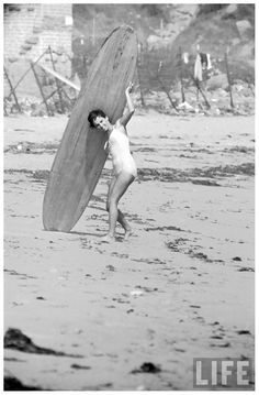 16-yr-old-surfer-kathy-gidget-kohner-on-the-beach-with-her-surfboard-1957-