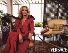 WE ♥ VERSACE: Georgina Grenville & Amber Valletta for Versace Fall 2000 by Photographer Steven Meisel Steven Meisel, Pop Fashion, Couture Fashion, Fashion Show, Fashion Design, Donatella Versace, Gianni Versace, Georgina Grenville, Versace Vintage
