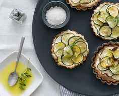 Lemon Thyme Ricotta zucchini tarts tartlets with almond flour crust - gluten-free, grain-free Healthy Appetizers, Healthy Snacks, Healthy Eating, Healthy Recipes, Veggie Recipes, Zucchini Tart, Whole Food Recipes, Cooking Recipes, Fromage Cheese