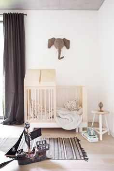 Kutikai is a children's furniture brand created, designed and produced in Poland by two architects, Maria Borgosz-Smaga and Dorota Luczak-L. Baby Room Decor, Nursery Room, Kids Bedroom, Bedroom Ideas, Trendy Bedroom, Nursery Decor, Room Baby, Baby Rooms, Project Nursery