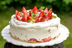 Mansikkainen Daim-juustokakku Strawberry Cheesecake, Piece Of Cakes, Dessert Recipes, Desserts, Let Them Eat Cake, Cheesecakes, Yummy Cakes, Vanilla Cake, Oreo