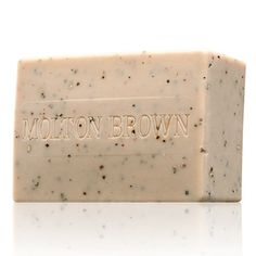 Black pepper soap   Our exfoliating body bar is packed with Madagascan black pepper oil and cracked peppercorns to add serious spice to bathing. This deeply cleanses and smoothes the skin. The perfect body exfoliator and cleanser in one.