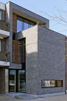 Ruimtelijkheid, een doordachte materiaalkeuze en een uitgesproken architecturale belevingswaarde: het woningconcept van Cindy Claes en Bjorn Vanoppen maakt indruk. De architecten zetten met hun nulenergiewoning dan ook een staalkaart van hun kunnen neer.