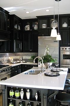 #interieurs #interiors #kitchen #noir #cabinets #steel #kitchenisland #dark